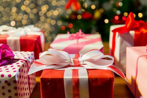 Amigo secreto pode ser estratégia para economizar nos presentes de Natal
